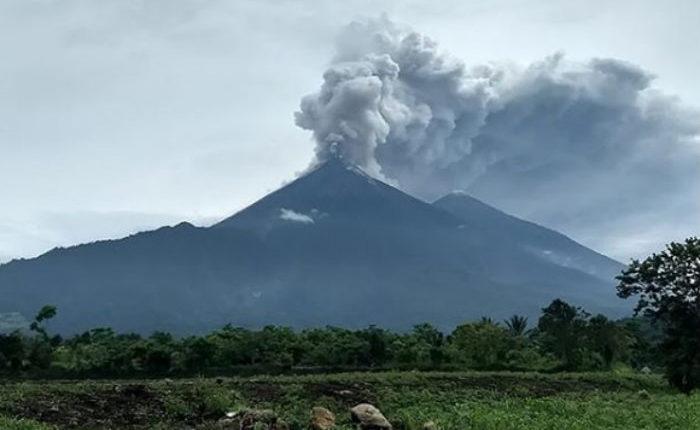 Volcán de Fuego en Guatemala / Fuente: Instagram @requenacnn