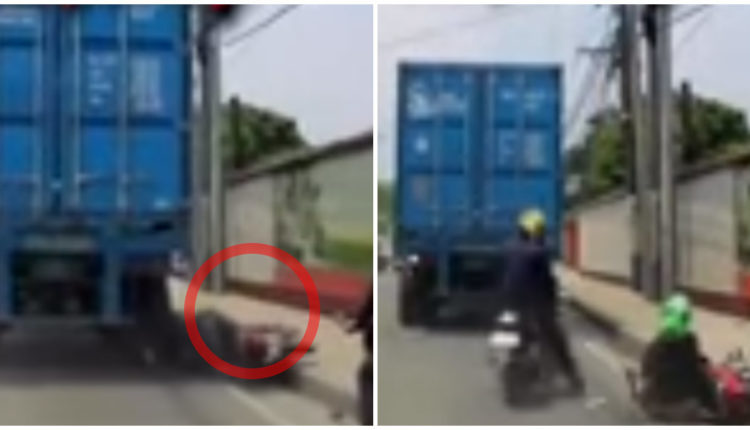 camion aplasta cabeza motociclista