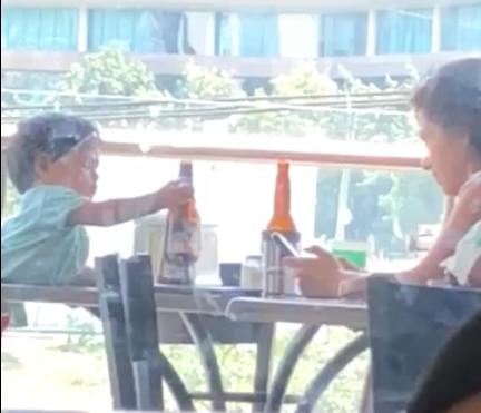 bebé tomando cerveza/ Fuente: Facebook