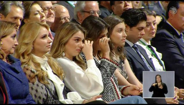 angélica rivera y sus hijas lloran en el sexto informe de gobierno de Enrique peña nieto