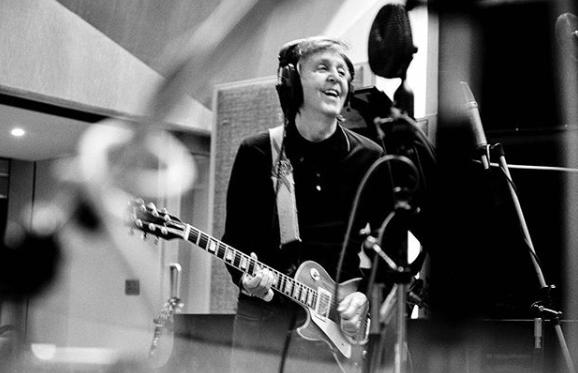 Paul McCartney en el estudio / Fuente: Intagram @paulmccartney