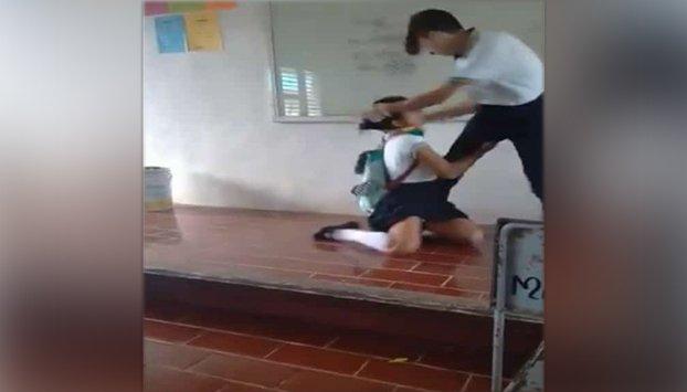 estudiante golpea a compañera en cancun