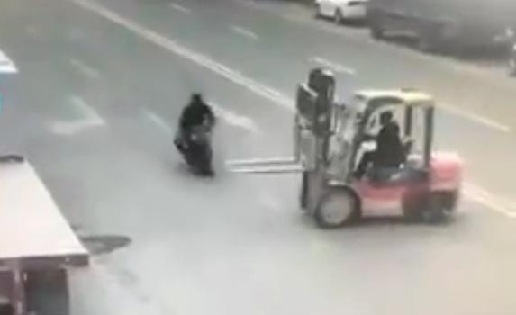 hombre se decapita/ Fuente: Facebook @Moto skull Barbarian