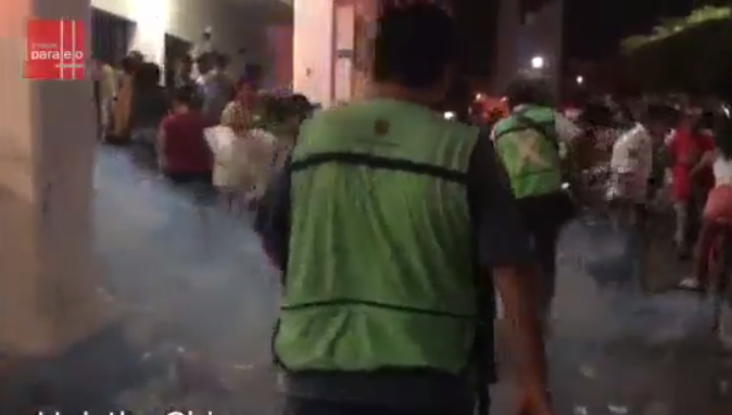 fumigan a migrantes / Fuente: Facebook @ Ángeles Mariscal