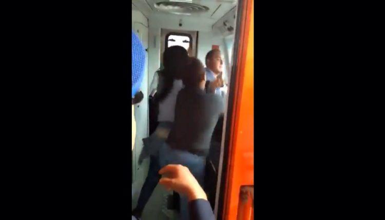 conductor metro muestra genitales a menor