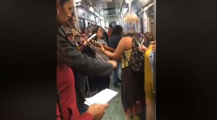 Colectivos protestan en el metro en contra del feminicidio