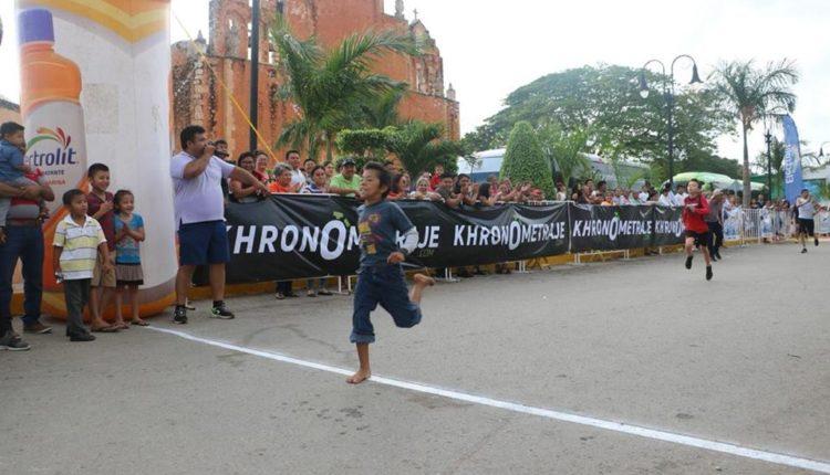 niño yucateco corrió descalzo y ganó una carrera