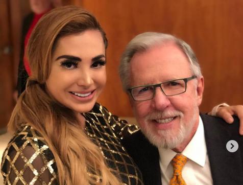 Critican sin piedad a Damaris Rojas por tomarse selfie con López Dóriga