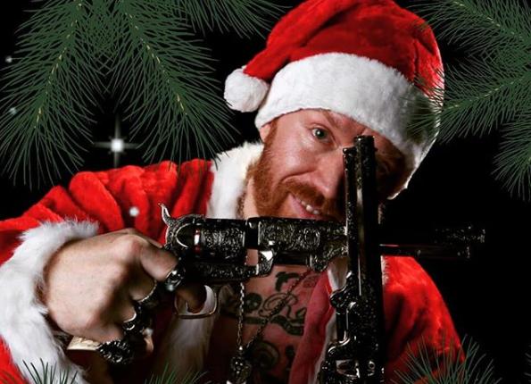 Enloquecidos Santas pelean a golpes por esta razón