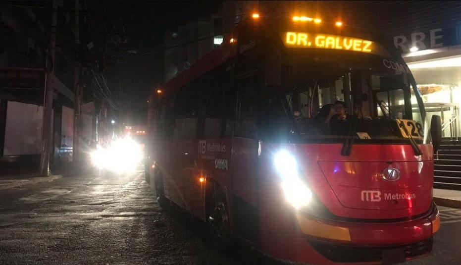 Chofer de Metrobús intenta atropellar a un policía e intenta huir (Fotos). Noticias en tiempo real