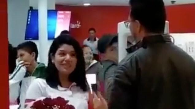 hombre lleva mariachi y es rechazado por una mujer
