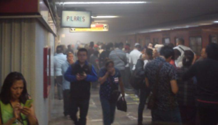 humo en metro balderas linea 1