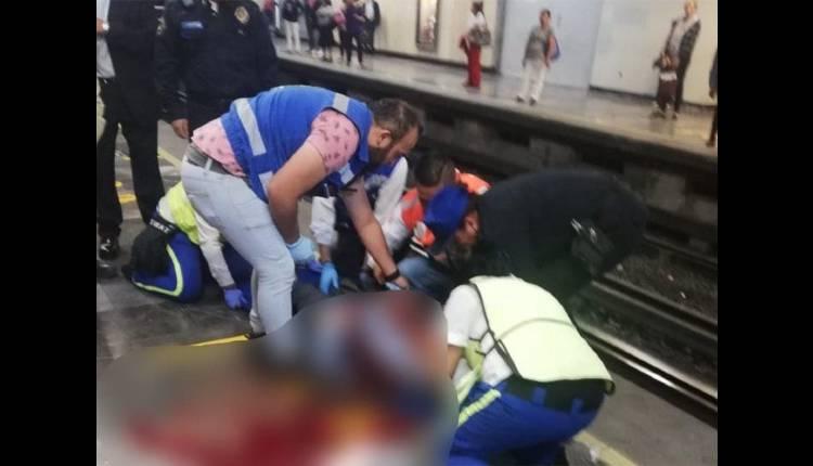 mujer recibe golpe en la cabeza de tren metro centro metido