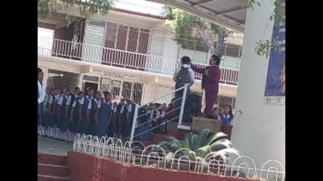 directora rapa alumno