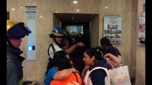estudiantes elevador hotel
