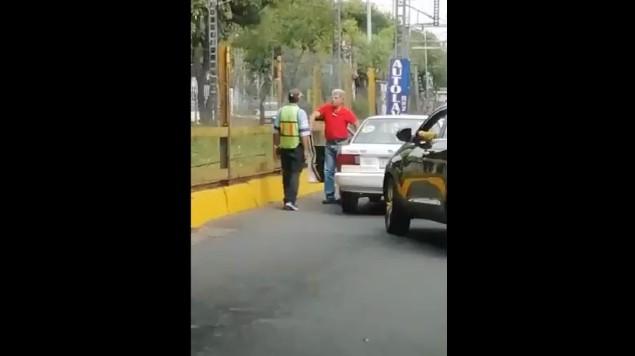 conductor machete xochimilco