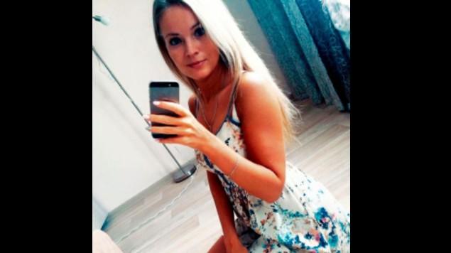 Joven muere electrocutada por la culpa de su celular, cayó a su tina de baño. Noticias en tiempo real