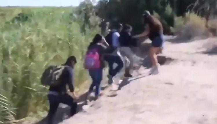 mexicana corre migrantes
