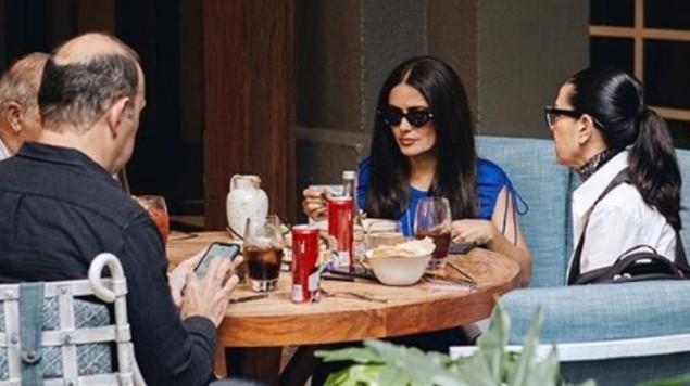 ¿Otra? Yolanda Andrade y Salma Hayek comen del mismo plato. Noticias en tiempo real