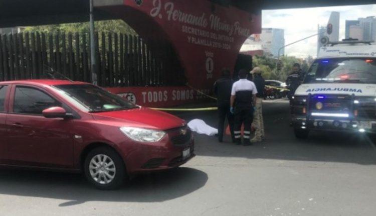 mujer suicidio puente peatonal