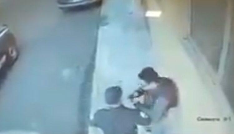 policía ahorca hombre