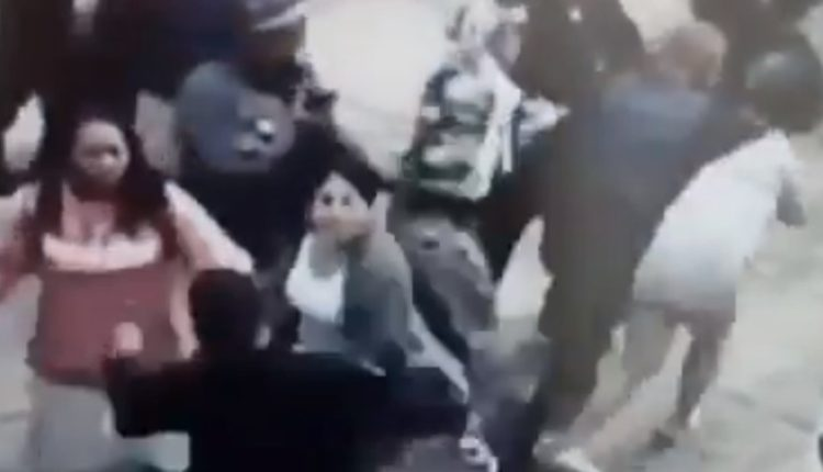 policias pelea mujeres