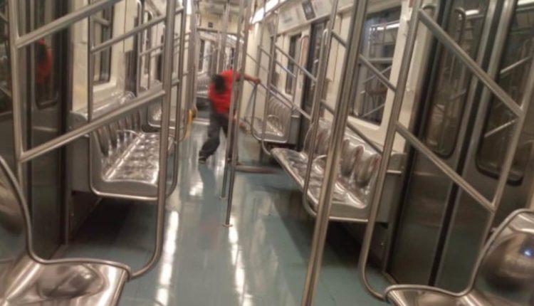 empleado limpieza metro