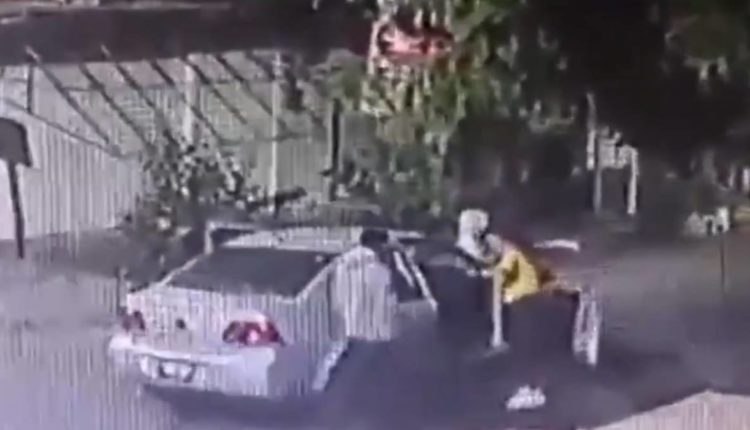 hombre agrede a mujer