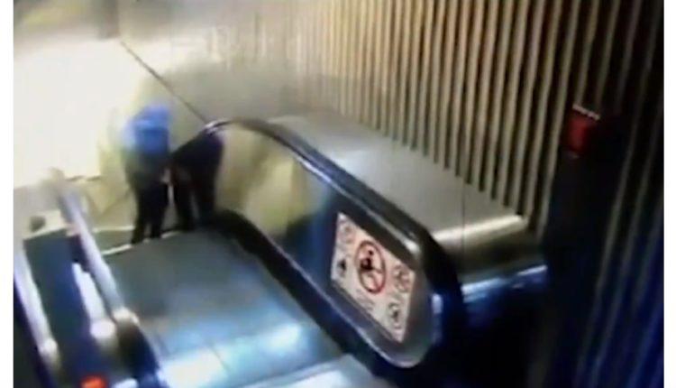 escaleras electricas metro
