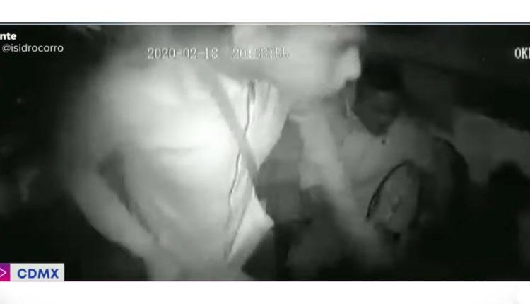 asalto a mujer policia combi
